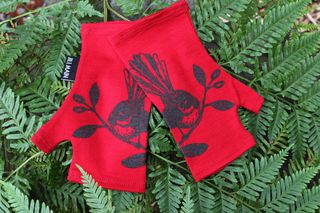 Lucky Red Fantail Merino Mitts Short