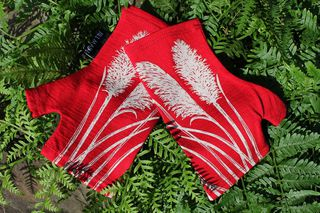 Lucky Red Toetoe Merino Mitts Short